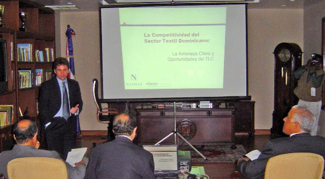 Pete Minor presenting results to the head of the Dominican Free Zones and members of the Dominican Congress